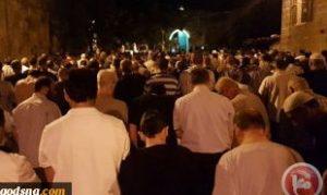 فلسطینیها نماز صبح را خارج مسجدالاقصی اقامه کردند